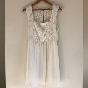 Urban Outfitters White Lace Back Zip Dress size 4